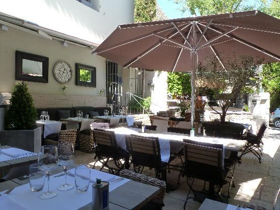 Bistrot l'Aubergine : A shaded terrace is perfect for lunch