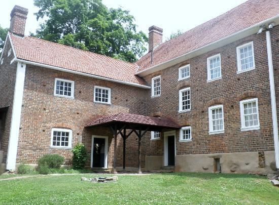 Old Salem Museums & Gardens: the old tavern