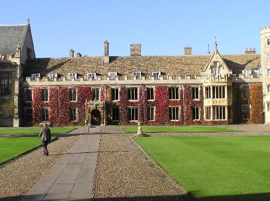 Cambridge Christian Heritage Tours: Trinity Court leading to Chapel