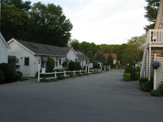 """Country Garden Inn and Spa: Further from """"our"""" carraige house - is the more posh places LOL"""