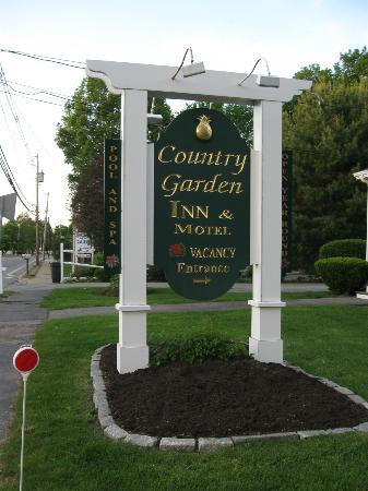 ‪‪Country Garden Inn and Spa‬: Sign outside the B&B‬