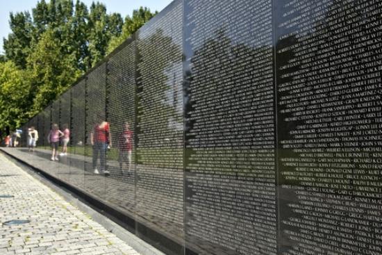 iGuide Tours : The Vietam War Memorial