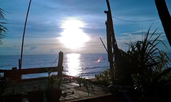 Klong Khong Bay Bungalows : sunset from the deck at Klong Khong