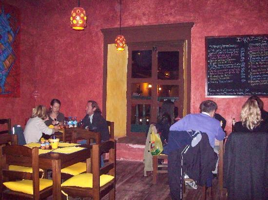 Restaurant Inkazuela : guests having a good time