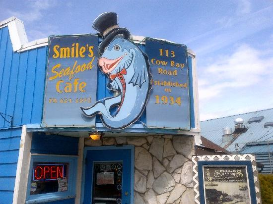 Smiles Seafood Cafe: Look for the Smiles' sign in Cow Bay