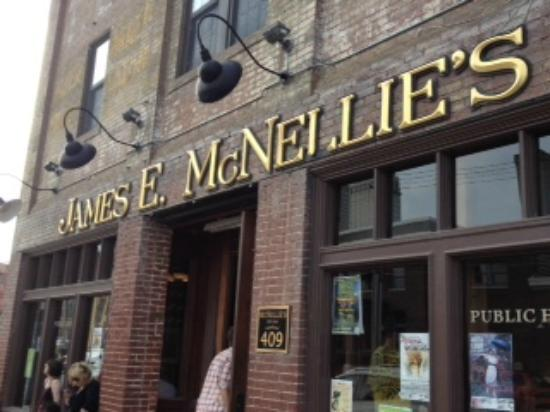 McNellie's Public House: Outside McNellie's
