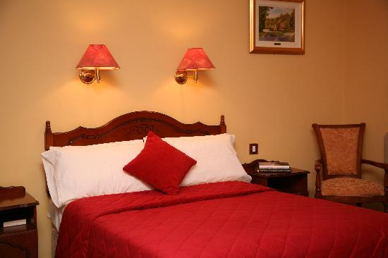 Brook Lodge Hotel: Bed Room