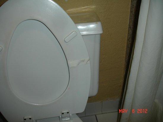 Econo Lodge: broken, taped toilet seat