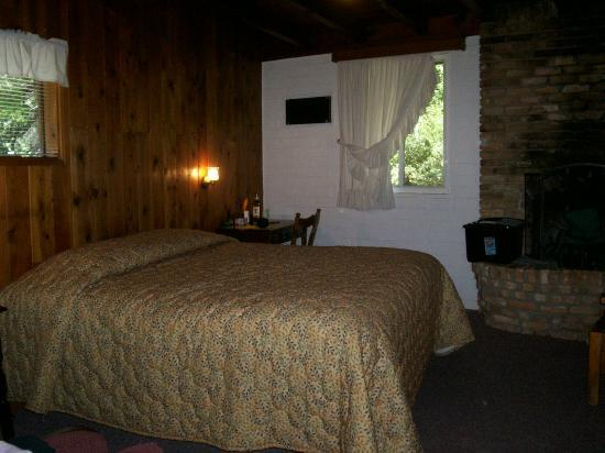 Slide Rock Lodge: Large Room