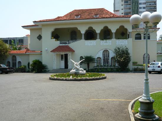 La Casa Grande: Front of Hotel