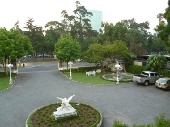 La Casa Grande: View to street