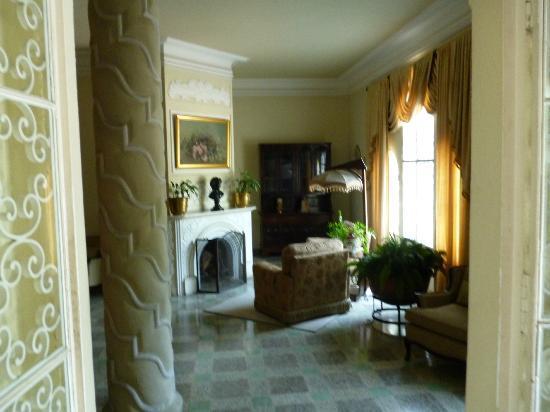 La Casa Grande: Front Lobby/Sitting Area