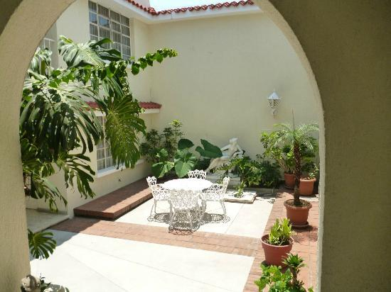 La Casa Grande: Outdoor Courtyard