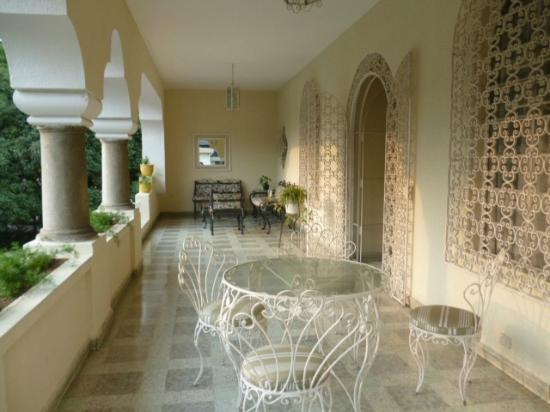 La Casa Grande: Front Balcony