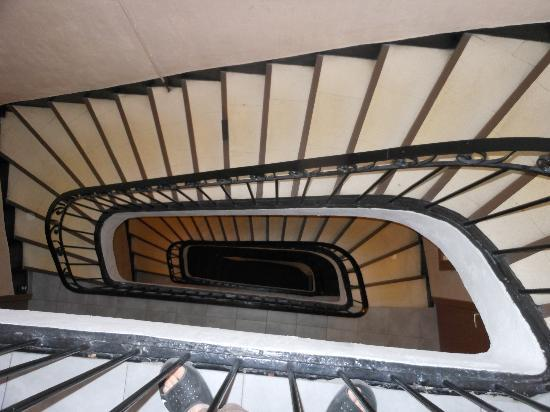 Hotel Lutia: Main Stairwell