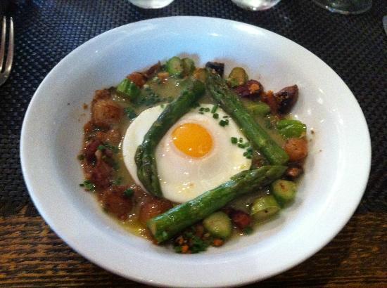La Cave de l'Origine : Hen egg with asparagus and onion.