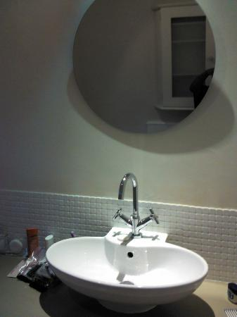 Rutland Lodge: not a good picture of the sink in the bathroom