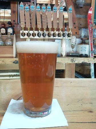 Smugglers Brew Pub: cold, tasty deliciousness...
