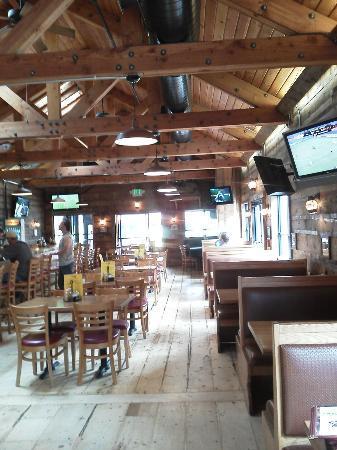 Smugglers Brew Pub: inside 2