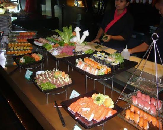 Mantra Restaurant & Bar: Japanese section at buffet brunch