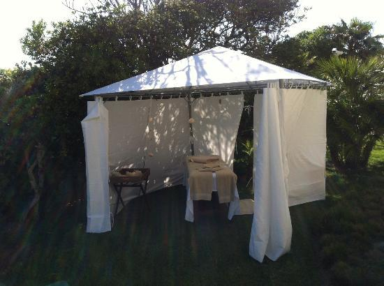 Grande Real Villa Italia Hotel & Spa: Relaxing massage in the garden