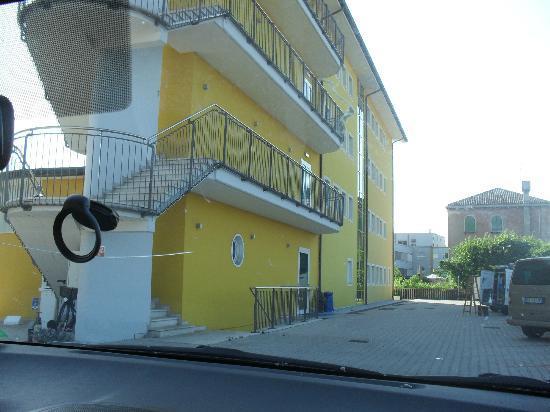 Hotel Alveri : Parcheggio