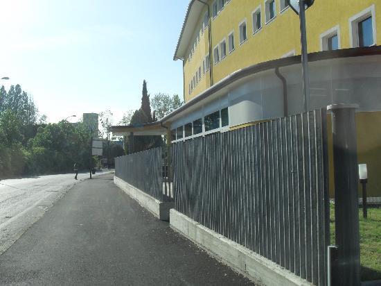 Hotel Alveri : Entrata dell'hotel