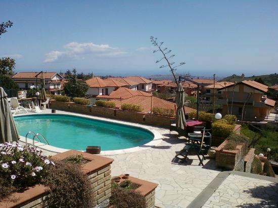 Luna Lunedda B&B: piscina panoramica,profonda mt.1,50