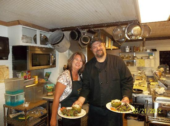 Cooper's Landing Inn: Dawn & Les Cooper - owner & Executive Chef in our Cooking Class