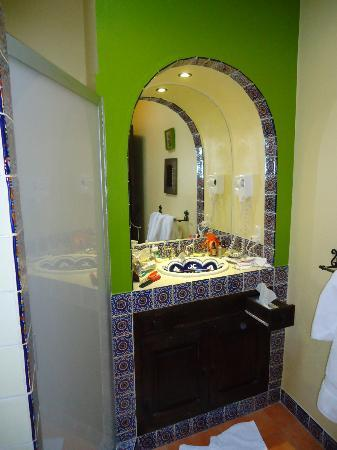 Casa Mia Suites: Charming bathroom