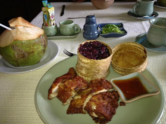 Ruen Come In: Chiang Mai chicken breakfast-the best!