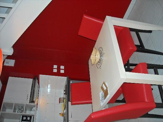 Appart'City Bordeaux Aéroport Saint Jean d'Illac : salle à manger