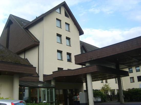 Movenpick Hotel Egerkingen: la entrada del hotel
