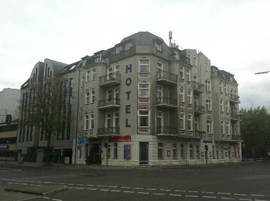 Hotel Carat an der Strassenkreuzung