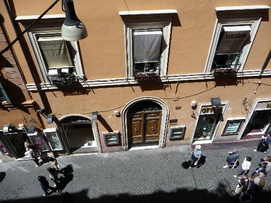 Hotel Panda: La rue vue de la chambre