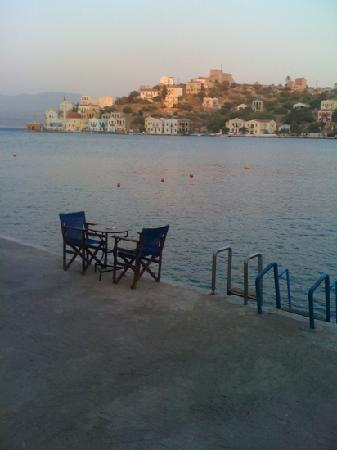 Hotel Kastellorizo: lovely afternoon! chairs and table from the hotel