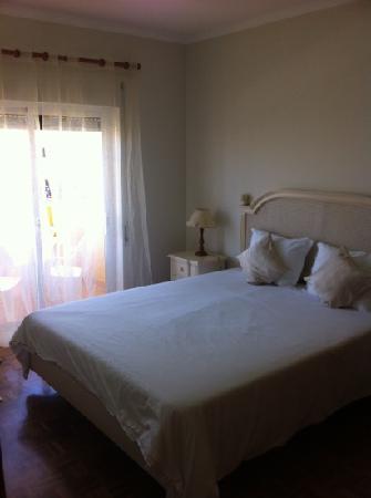 Giramar Apartments: chambre
