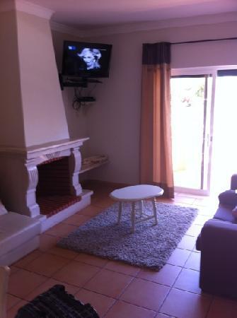 Giramar Apartments: salon