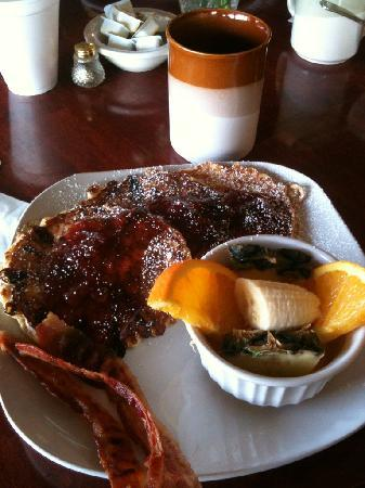 North Shire Lodge & Mountain View Pub: The most awesome breakfast!