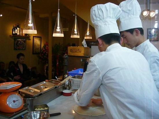 Bei LvDao Italian MingCai Restaurant: Chef at work!