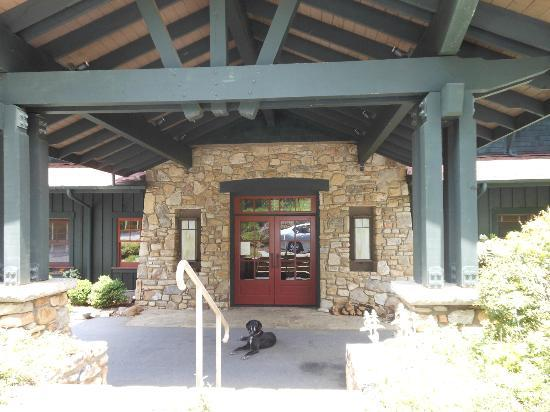 Sourwood Inn: Front entrance