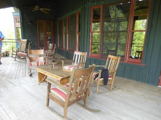Sourwood Inn: Back porch
