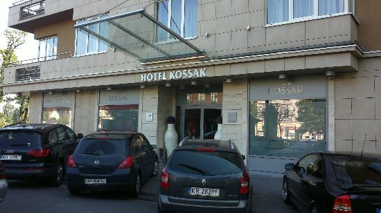 Kossak Hotel: Front entrance May 2012