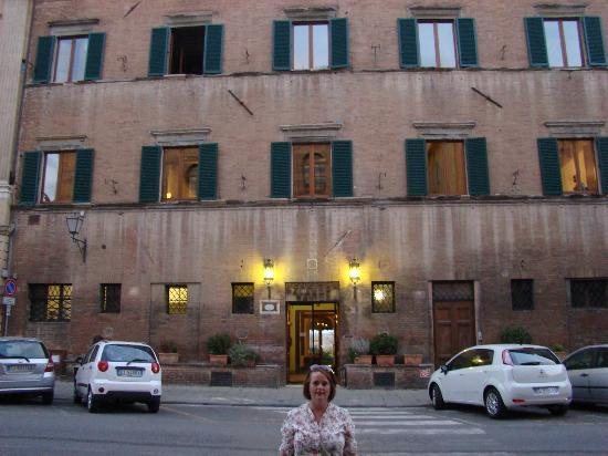 Palazzo Ravizza: The outside of the hotel