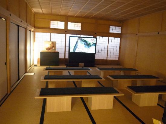 Hakodate Bugyosho : 建物の復元のビデオをやっていた。