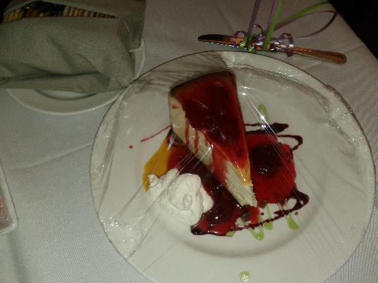 Westin Galleria Houston Hotel: Cheesecake for my birthday.