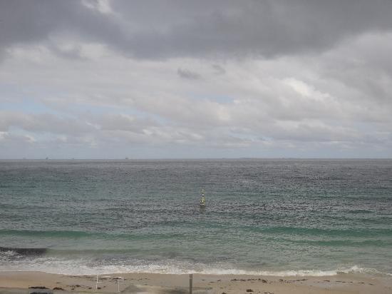 Ocean Beach Backpackers: the beach