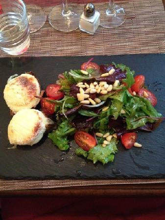 L'Ange 20 Restaurant : goats cheese salad!