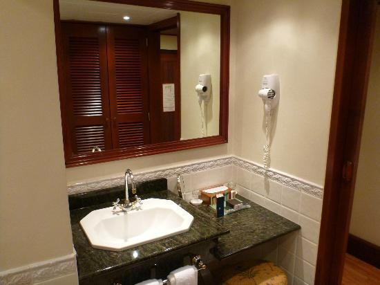 InterContinental Tahiti Resort & Spa: bathroom/sink area