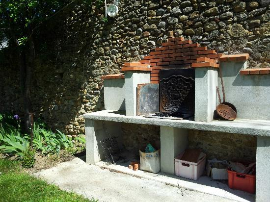 Domaine Thomson: Handbuilt outdoor Barbeque